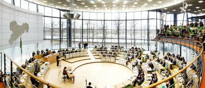 Tagendes Plenum (Foto: Marlén Mieth)